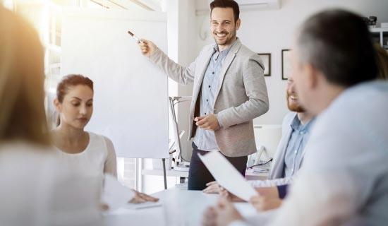 Les entrepreneurs, chefs d'entreprises, directeurs commerciaux, futurs entrepreneurs… Directeurs et responsables de la communication externe/interne. Directeurs et chargés de marketing